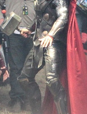 thor the dark world chris hemsworth 2