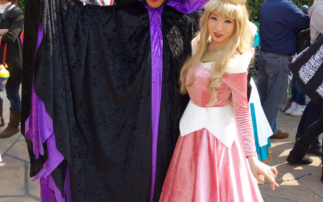 LE GEEK C'EST CHIC: Top 10 Cosplay Tips – Straight From Tokyo Disneyland!
