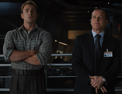 agent phil coulson asks steve rogers to sign his captain america trading cards FANGIRL UNLEASHED: 7 Reasons Why Im glad COULSON Lives