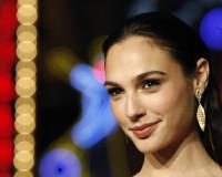 WONDER WOMAN Actress Only Paid $300,000 for BATMAN VS SUPERMAN