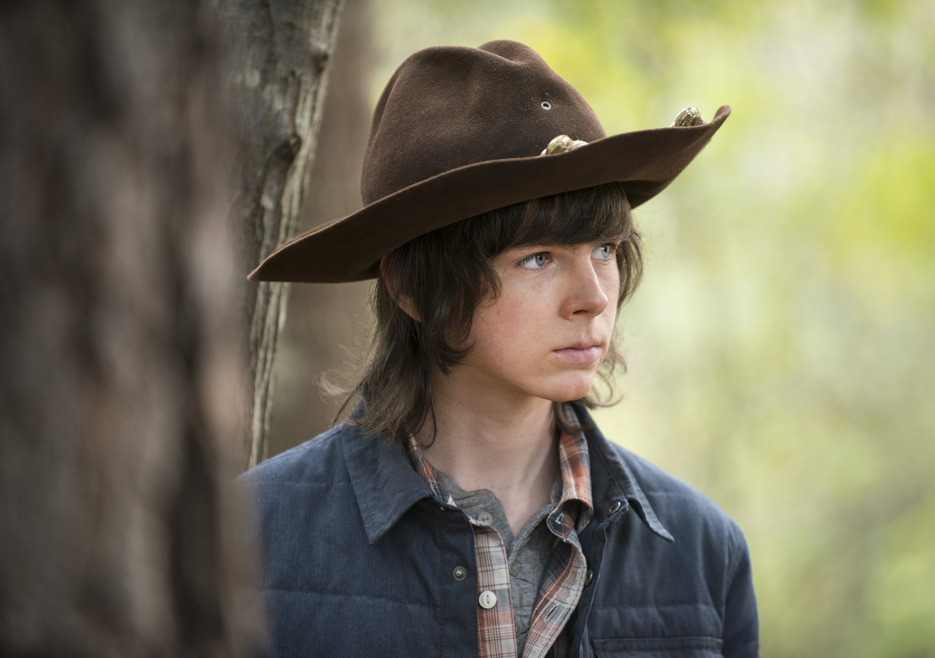 the-walking-dead-episode-515-carl-riggs-935