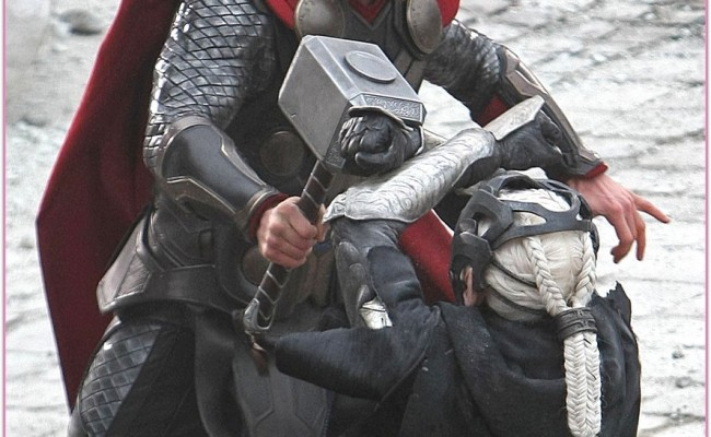 Check Out THOR 's Hammer-tastic Brawl With MALEKITH from THE DARK WORLD