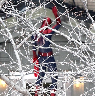 Set Pics Reveal SPIDER-MAN Officially Has A Belt!!!