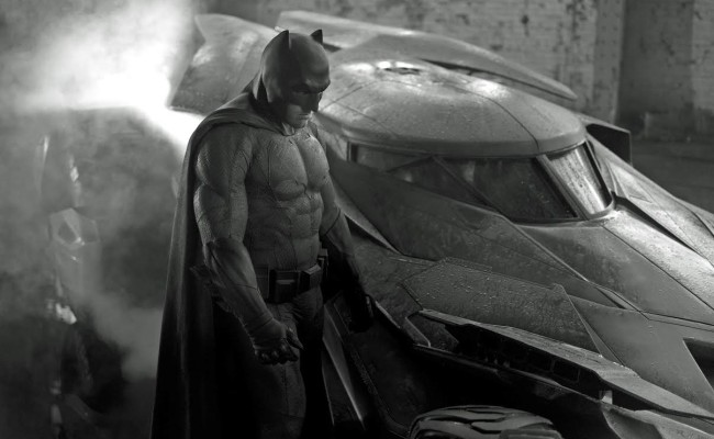 SDCC: BATMAN V SUPERMAN's New Trailer is AWESOME!!!